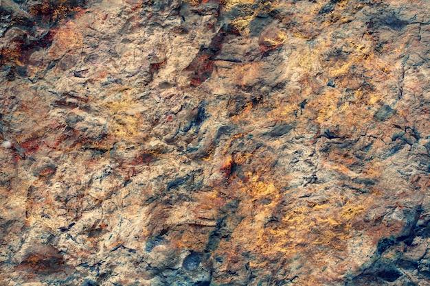 Фоновая текстура каменистой поверхности с золотыми прожилками. горизонтальное изображение.