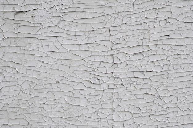 背景のテクスチャ。白い古いひびの入ったペンキで表面。上面図、コピースペース