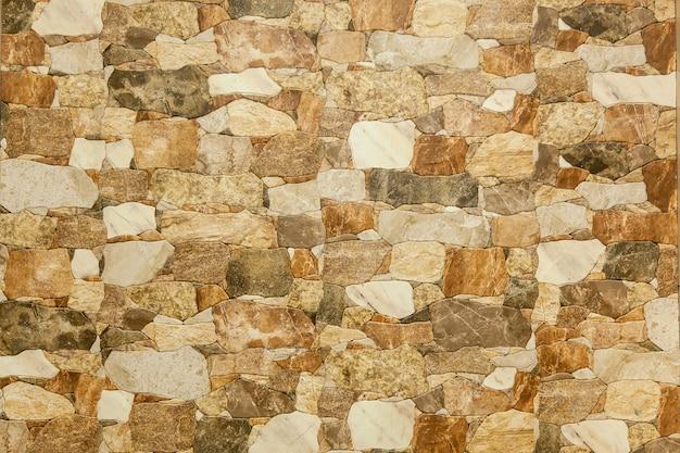 さまざまなサイズと色の装飾的な石の背景の壁