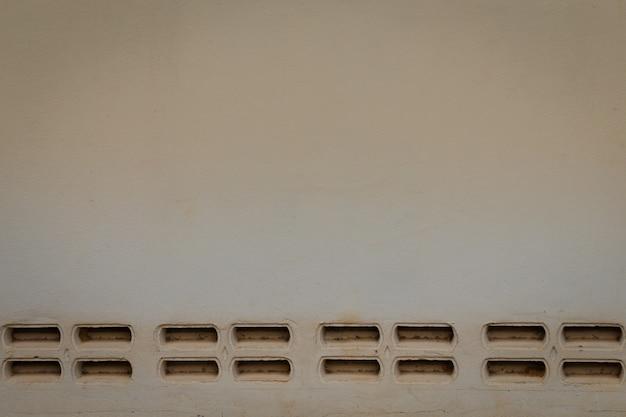 구멍이 있는 배경 벽 석고