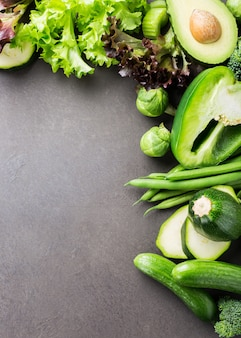모듬 된 녹색 야채와 함께 배경
