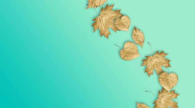 Фон с осенними золотыми листьями