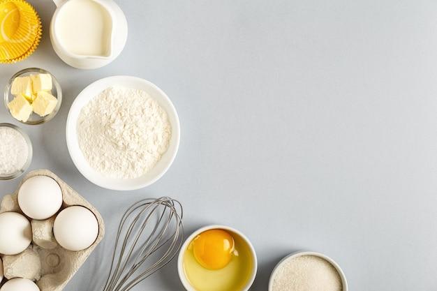 요리, 베이킹, 평평한 평지, 위쪽 전망을 위한 재료가 있는 배경.