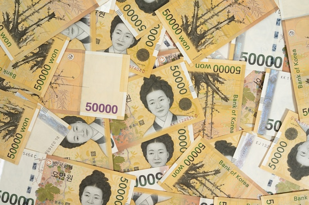 여러 한국 50,000 원 지폐와 배경입니다.