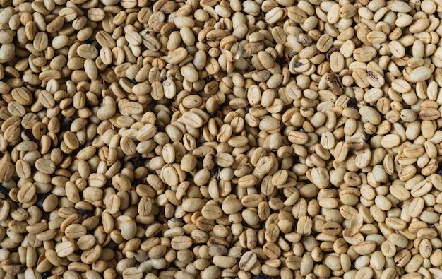 自然なコーヒー豆の背景。