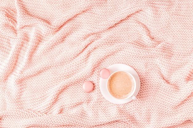 분홍색 격자 무늬, 커피와 마카롱 배경