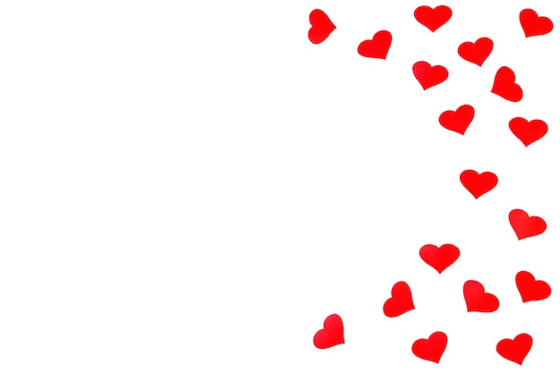 흰색 바탕에 텍스트에 대 한 여유 공간이있는 빨간 하트와 배경. 평면 평신도, 평면도. 발렌타인 데이 개념. 어머니의 날 개념.