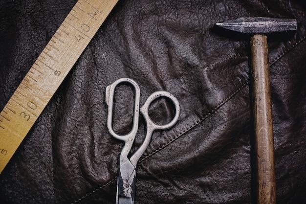 裁縫と編み物の道具と付属品の背景。