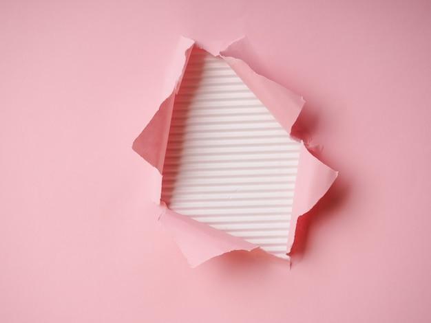 찢어진 된 종이와 배경, 종이에 구멍