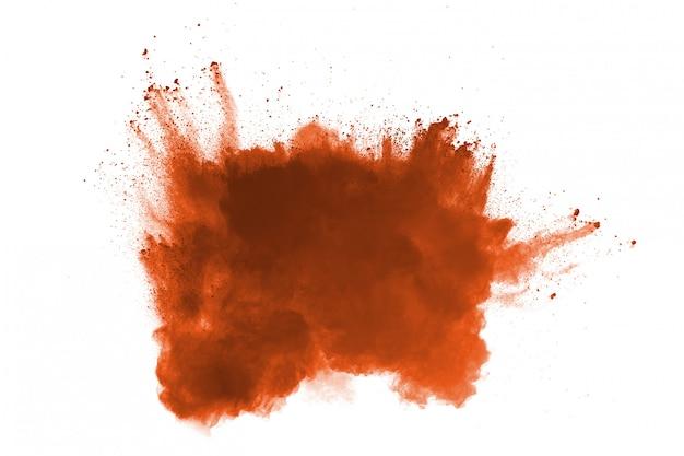 Взрыв порошка коричневого цвета на белом backgroundlode. краска холи.