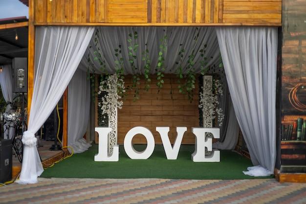 のあらゆる機会の写真撮影に使用できる愛という言葉の背景