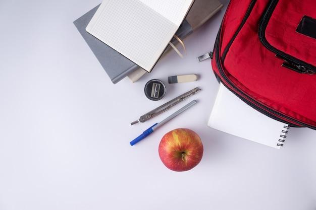 Рюкзак книги блокнот ручка линейка. школьные принадлежности.