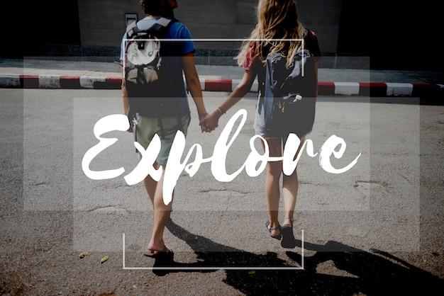 Друзья путешествуйте с backpacker путешествие с цитатой графика