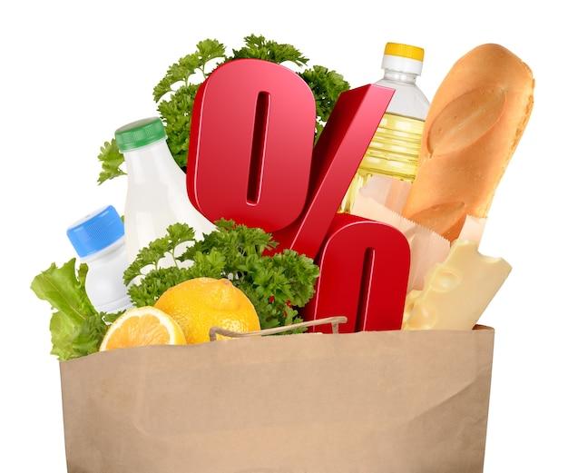 Сумка с продуктами и символом процента, изолированные на белом