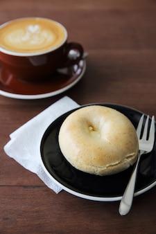 Бублик с кофе