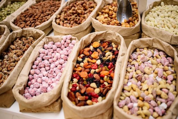 Орехи в мешках и сухофрукты