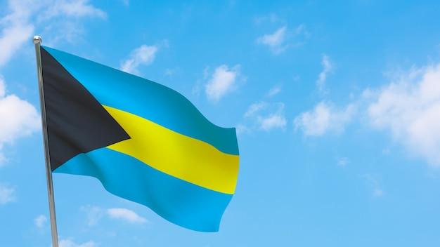 Флаг багамских островов на шесте. голубое небо. государственный флаг багамских островов