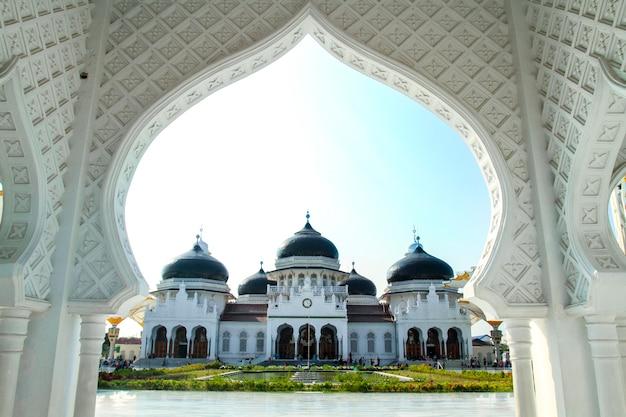 Большая мечеть baiturrahman в ачехе, азиатская