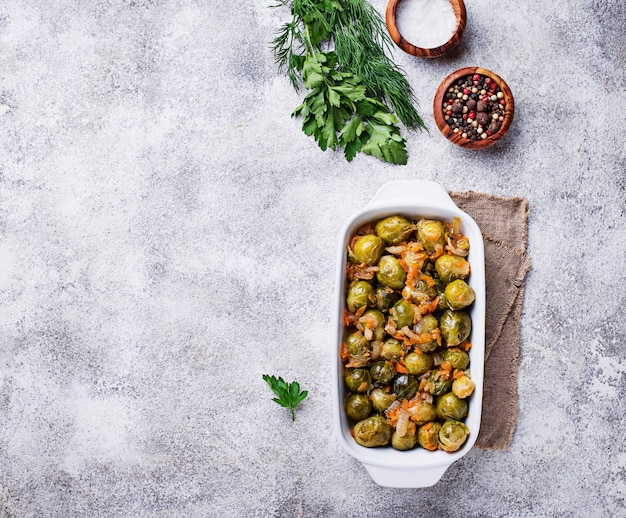 Baked brussels sprouts with carrot