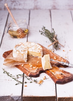 Baked camembert with honey, pine nuts