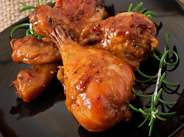 Cosce di pollo al forno in marinata di senape al miele Foto Gratuite
