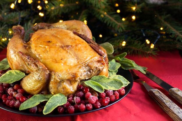 Запеченная курица в духовке. праздничное блюдо.