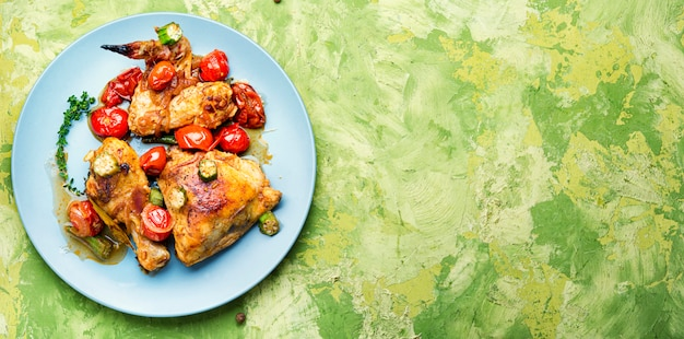 Запеченная курица в овощах