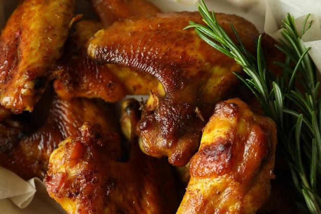 구운 닭 날개와 로즈마리, 클로즈업