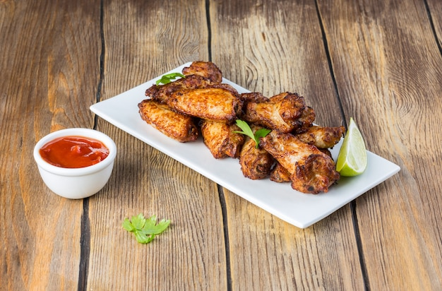 Baked chicken wings with lime and tomato sauce
