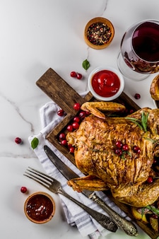 Baked chicken with cranberry and herbs