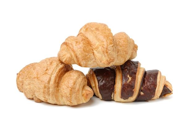 Запеченный шоколадный круассан из белой пшеничной муки, изолированные на белом фоне, набор