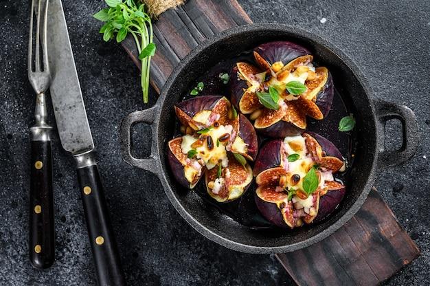 Запеченный инжир с козьим сыром, вермутом, медом и грецкими орехами