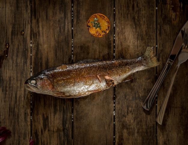 나무 판자에 구운 생선, 위쪽