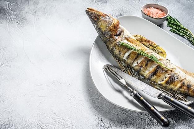 Судак запеченный, рыба судак