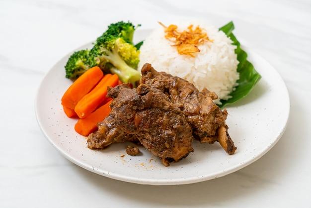 Baked pork ribs with sauce