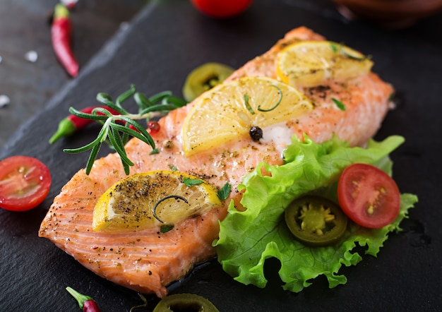 Baked salmon fillet with rosemary, lemon and honey