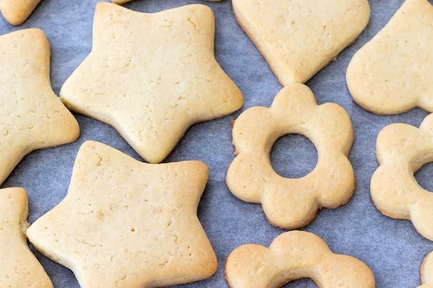 さまざまな形の焼きショートブレッドクッキー