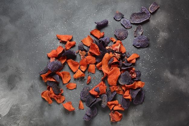 구운 야채 칩가넷 고구마 자색 고구마 당근 및 비트 글루텐 프리