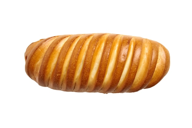 Запеченная целая булочка белого пшеничного хлеба, изолированные на белом фоне