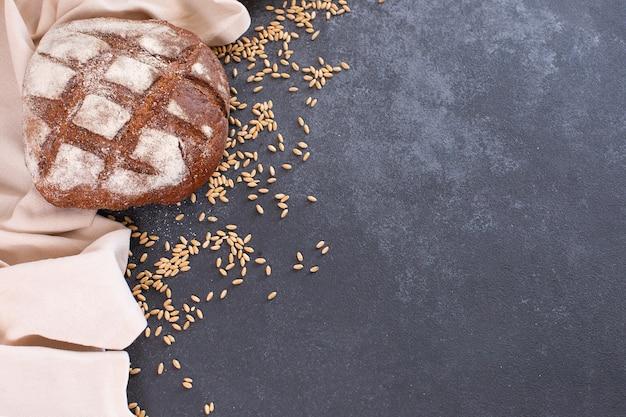 베이커리 신선한 소박한 수제 빵과 곡물