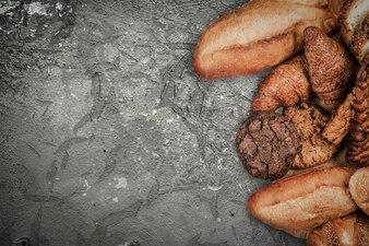 古いセメントの床の上のパン屋さん