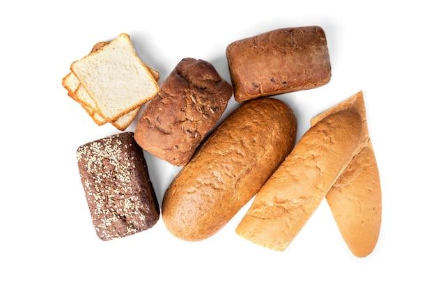 Хлебобулочные изделия, изолированные на белом фоне Premium Фотографии