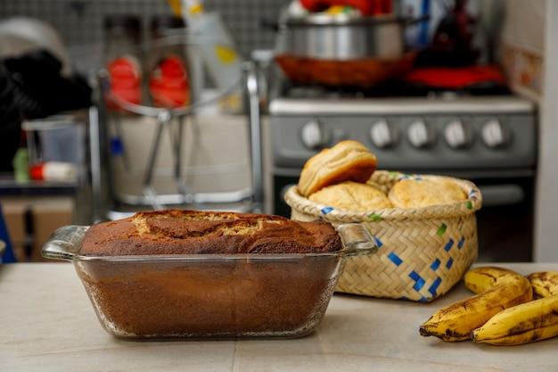 Выпечка дома свежеиспеченные блины и печенье на прилавке мексиканской кухни.