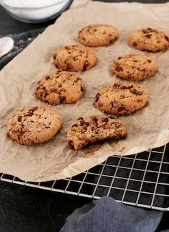 オーブンでクッキーを焼く
