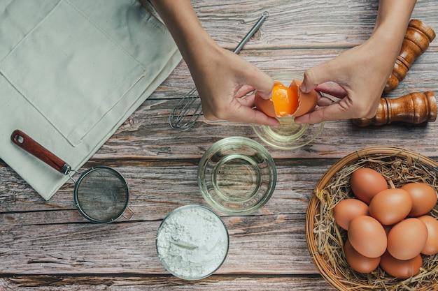ベーキング成分:小麦粉、卵、牛乳、麺棒、上面図
