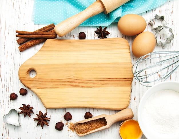 ベーキング用品と木の板