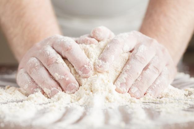 Выпечка торта