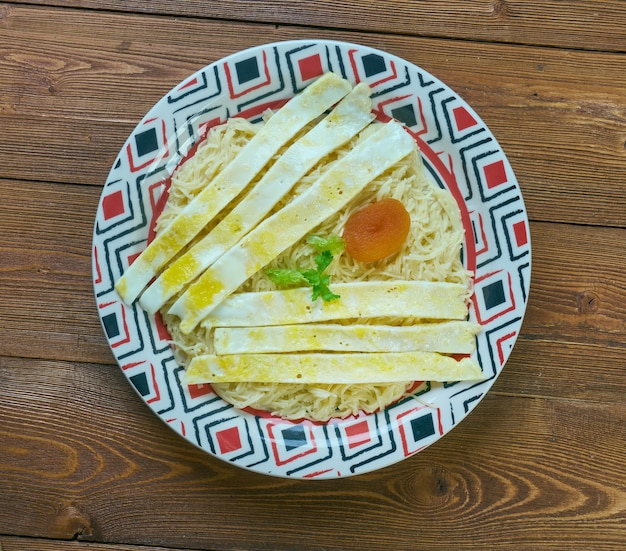 Balaleet-甘い春雨と卵。アラブ首長国連邦の伝統的な朝食、