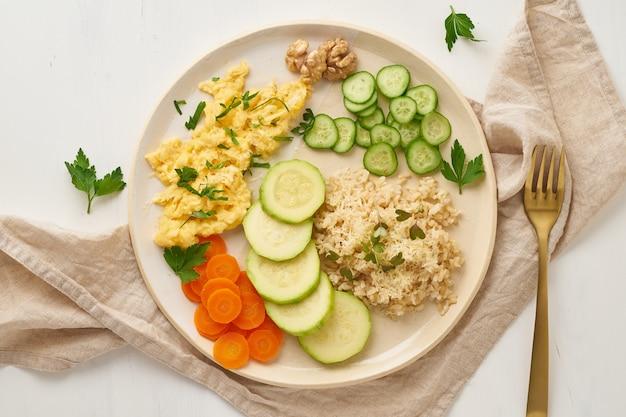 Balanced gluten free food, brown rice & zucchini with scramble, dash fodmap diet