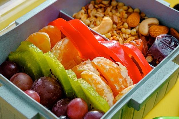お弁当箱でバランスの取れたスポーツ栄養。